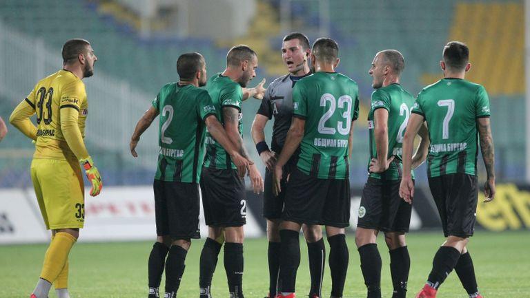 Шоу в Бургас! Нефтохимик и Локомотив (София) не се победиха в мач с шест гола