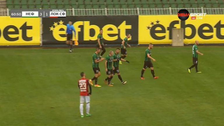 Костадинов прави резултата 3:1 в полза на Нефтохимик срещу Локо (Сф)