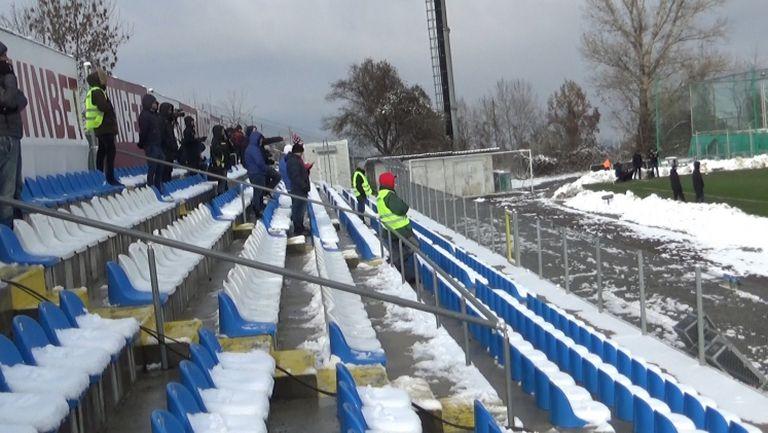 Малцина фенове подкепят Лудогорец на стадиона в Драгалевци
