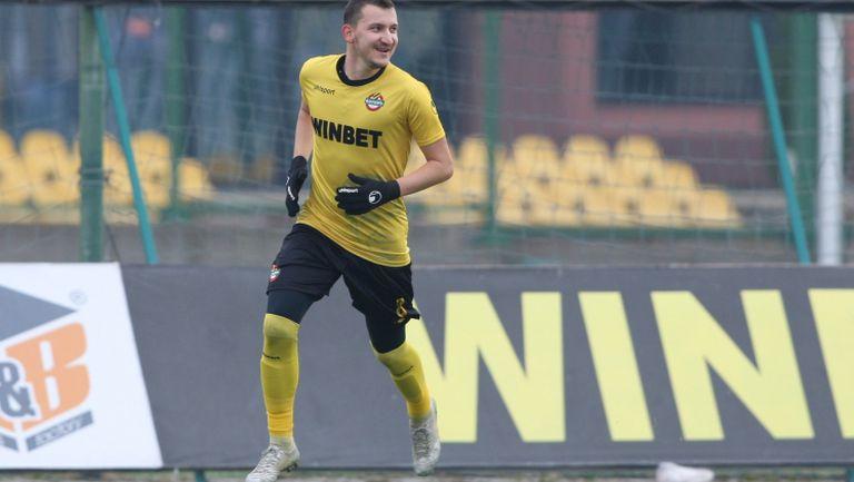 Неделев наказа груба грешка на вратаря на Берое и 1:0 за Ботев