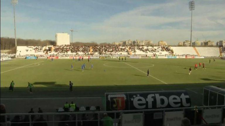 """Атмосферата на """"Лаута"""" 30 минути преди сблъсъка между Локо (Пд) и Левски"""