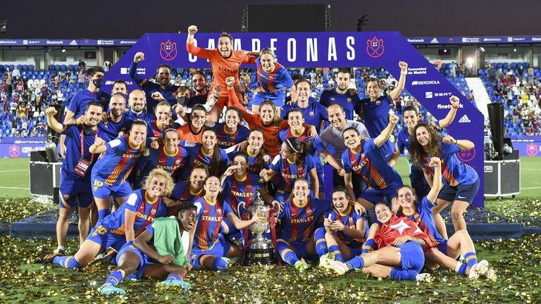 Барселона с требъл при жените и историческо постижение във футбола