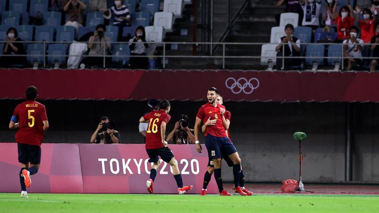 Испания беше на секунди от отпадане, но ще играе на полуфинал след хеттрик на резерва