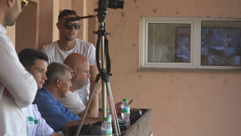 Новото попълнение на сините Георги Миланов в ложата на стадиона във Враца за битката Ботев - Левски