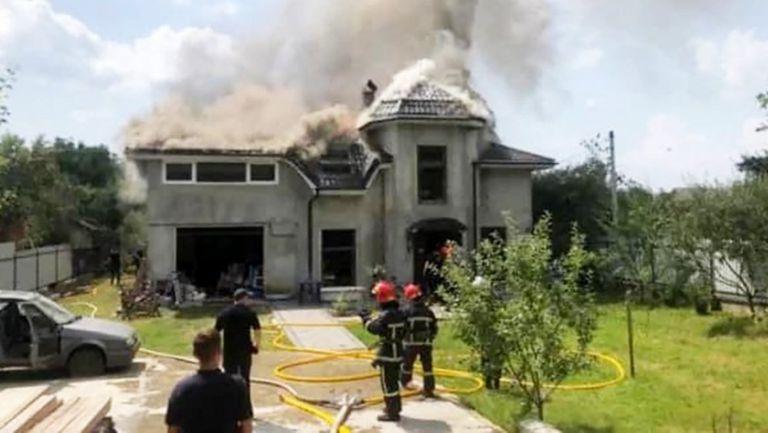 Самолет падна върху дома на хандбалистка, има загинали